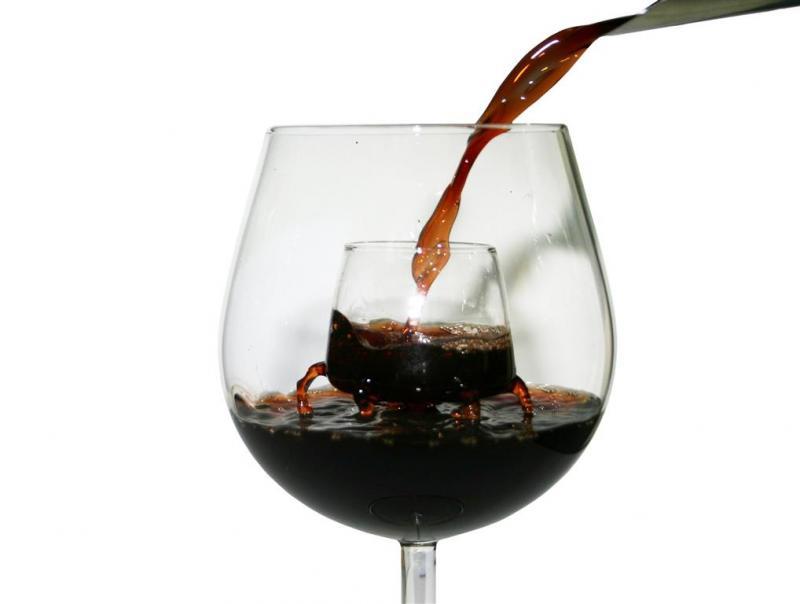 Pahar-aerator vin rosu