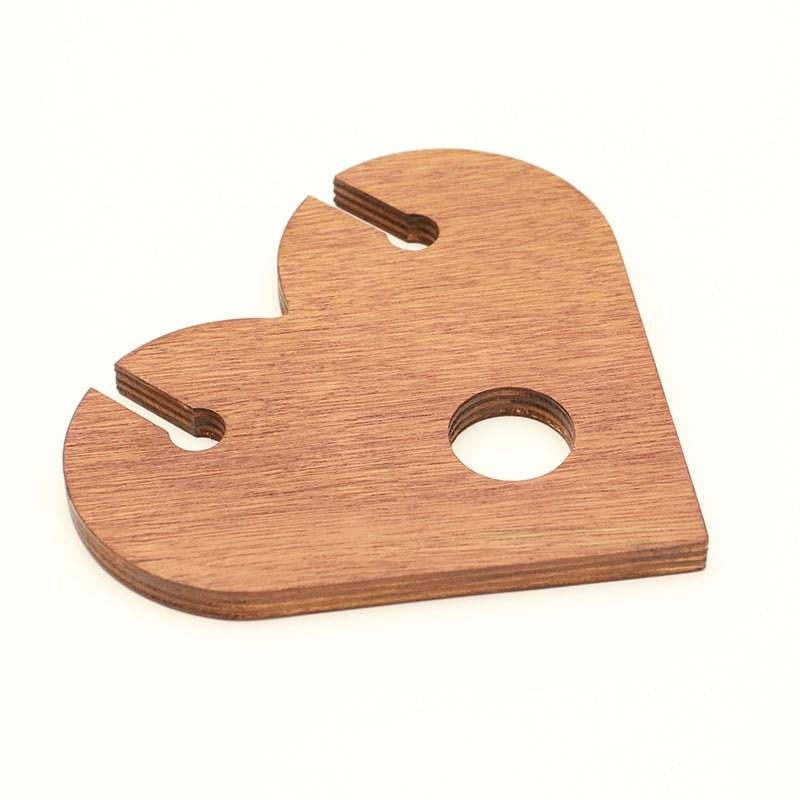 Suport forma inima pentru o sticla si 2 pahare